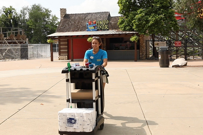 Kentucky-Kingdom-cleaning-staff_original.jpg