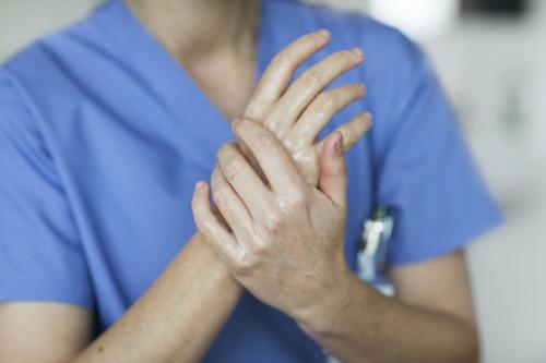 Moisturising_hands_healthcare_Tork.jpg