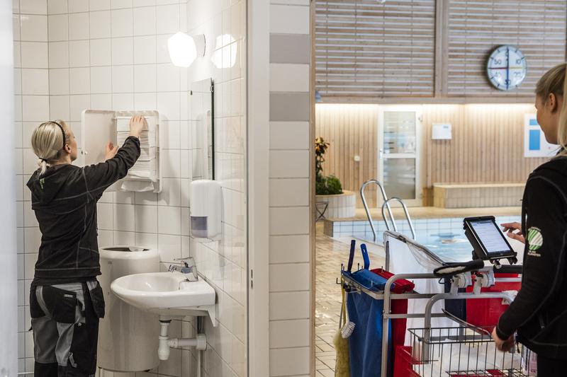 Rengøring_af_toilet.jpg